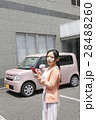 軽自動車と若い女性 28488260