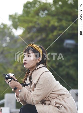 広島平和記念公園 観光を楽しむ女性 28513175