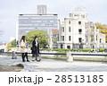 広島平和記念公園 原爆ドーム 観光 女性 28513185