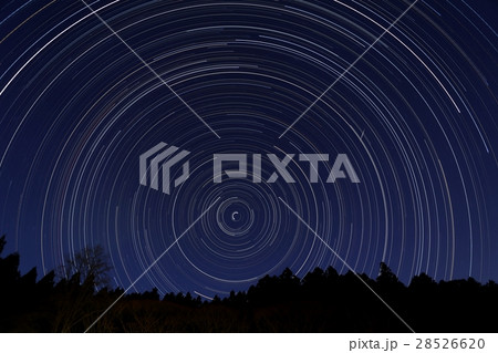 北の空の12時間の星の動き 28526620