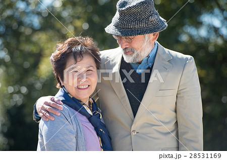 笑顔の日本人シニア夫婦 28531169