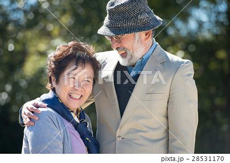 笑顔の日本人シニア夫婦 28531170