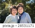 笑顔のシニア女性二人 28531171