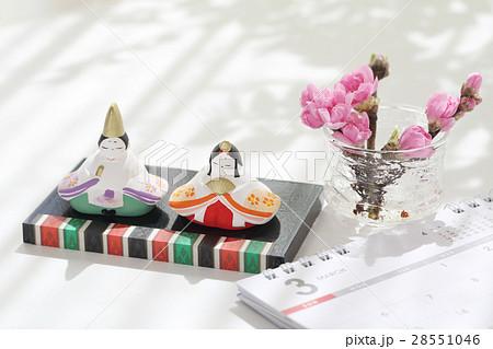 お雛様とカレンダー 28551046