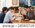 ランチ ビジネスマン カフェ イメージ 28563718