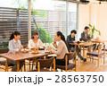 ランチ ビジネスウーマン カフェ イメージ 28563750