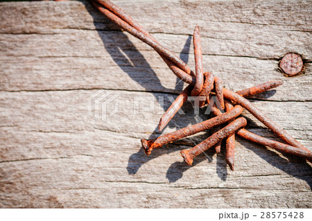 rusty barbed wire on natural background.の写真素材 [28575428] - PIXTA