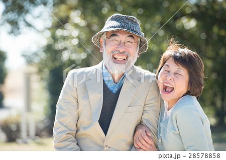 笑顔の日本人シニア夫婦 28578858