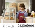 カフェの女性店員 28606909