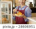 カフェの女性店員 28606951