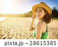 ビーチ 浜辺 女の写真 28615385