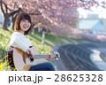 女性とギター 28625328
