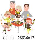 バーベキューを楽しむ家族 28636017