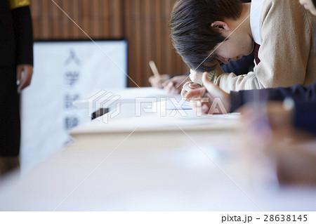 受験会場 試験を受ける学生たち 28638145
