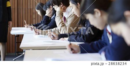 受験会場 試験を受ける学生たち 28638234