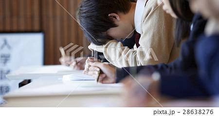 受験会場 試験を受ける学生たち 28638276