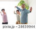 太極拳をする元気な日本人シニア男女 28639944
