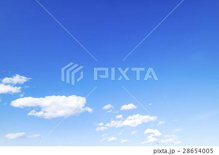 青空 空 雲 冬の空 背景 背景素材 2月 コピースペース 28654005