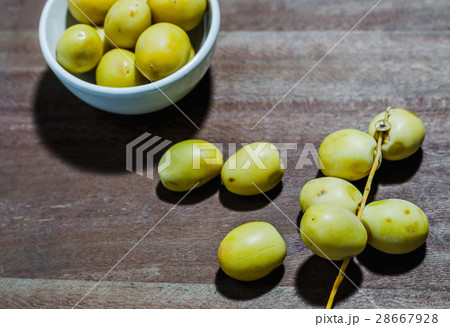 Group of fresh date palm fruits  backgroundの写真素材 [28667928] - PIXTA
