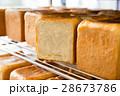 焼きたての食パン 28673786