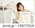 ショッピング 店員 買い物 女性 販売員 スタッフ ファッション アパレル バイヤー 28673916