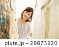 ショッピング 店員 買い物 女性 販売員 スタッフ ファッション アパレル バイヤー 28673920