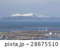 秋田県秋田市から見た冬の寒風山 28675510