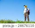 小学生 男の子 青空の写真 28676110