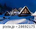 岐阜県 吹雪の日 ライトアップの白川郷 28692175