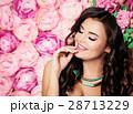 女性 花 背景の写真 28713229