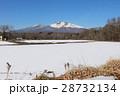 残雪残る軽井沢で見る美しい浅間山 28732134