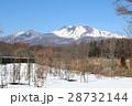 残雪残る軽井沢で見る美しい浅間山 28732144