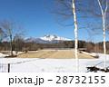 残雪残る軽井沢で見る美しい浅間山 28732155