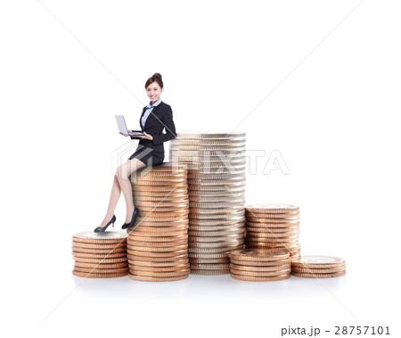 businesswoman sit on moneyの写真素材 [28757101] - PIXTA