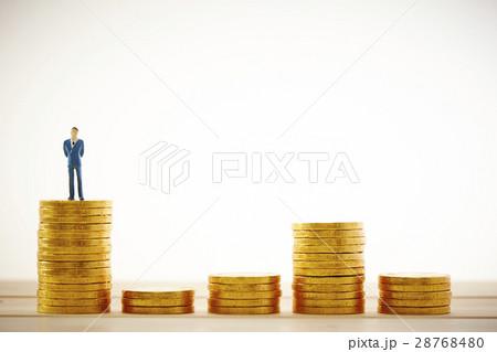 男性と硬貨の写真素材 [28768480] - PIXTA