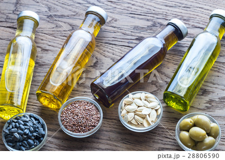 Bottles with different kinds of vegetable oil 28806590