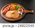 パンケーキ ベーコン 朝食の写真 28822540