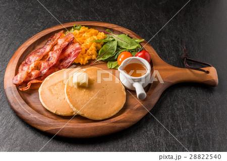 パンケーキとベーコン pancake and bacon 28822540