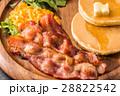 パンケーキ ベーコン 朝食の写真 28822542