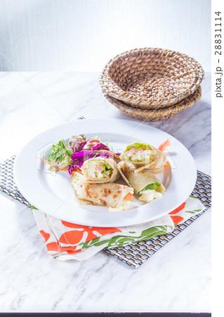 salad roll 28831114
