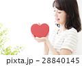 女性 若い 笑顔 ハート かわいい 可愛い ライフスタイル きれい カジュアル 28840145