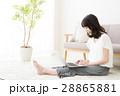 女性 若い女性 パソコン 若い 笑顔 かわいい 可愛い ライフスタイル きれい カジュアル 28865881