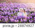 ガーデン 子供 お花の写真 28874927