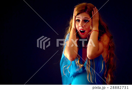Shocked woman screaming with joyful. Surprised 28882731