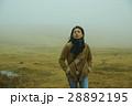 霧 寒い 女性の写真 28892195