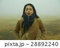 霧 寒い 女性の写真 28892240