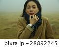 霧 寒い 女性の写真 28892245