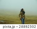 霧 寒い 女性の写真 28892302