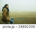 霧 寒い 女性の写真 28892306