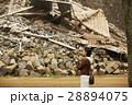 熊本城を見学する女性 28894075